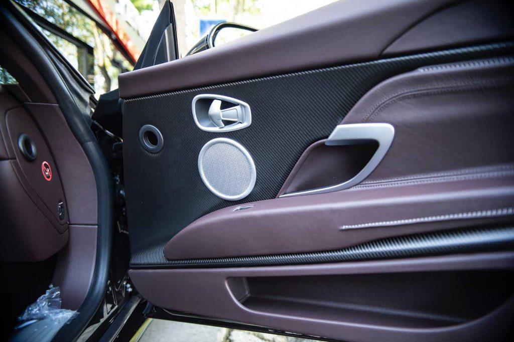Aston Martin'ler lüks avcısı alıcısını bekliyor
