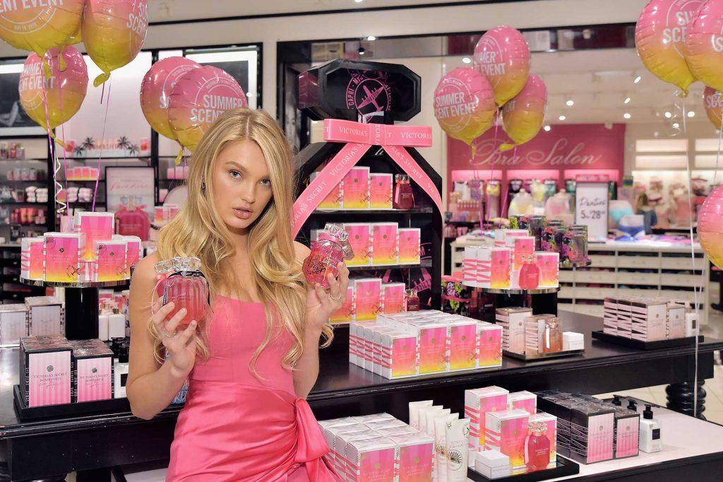 Victoria's Secret'ta yaz kokularını keşfetti